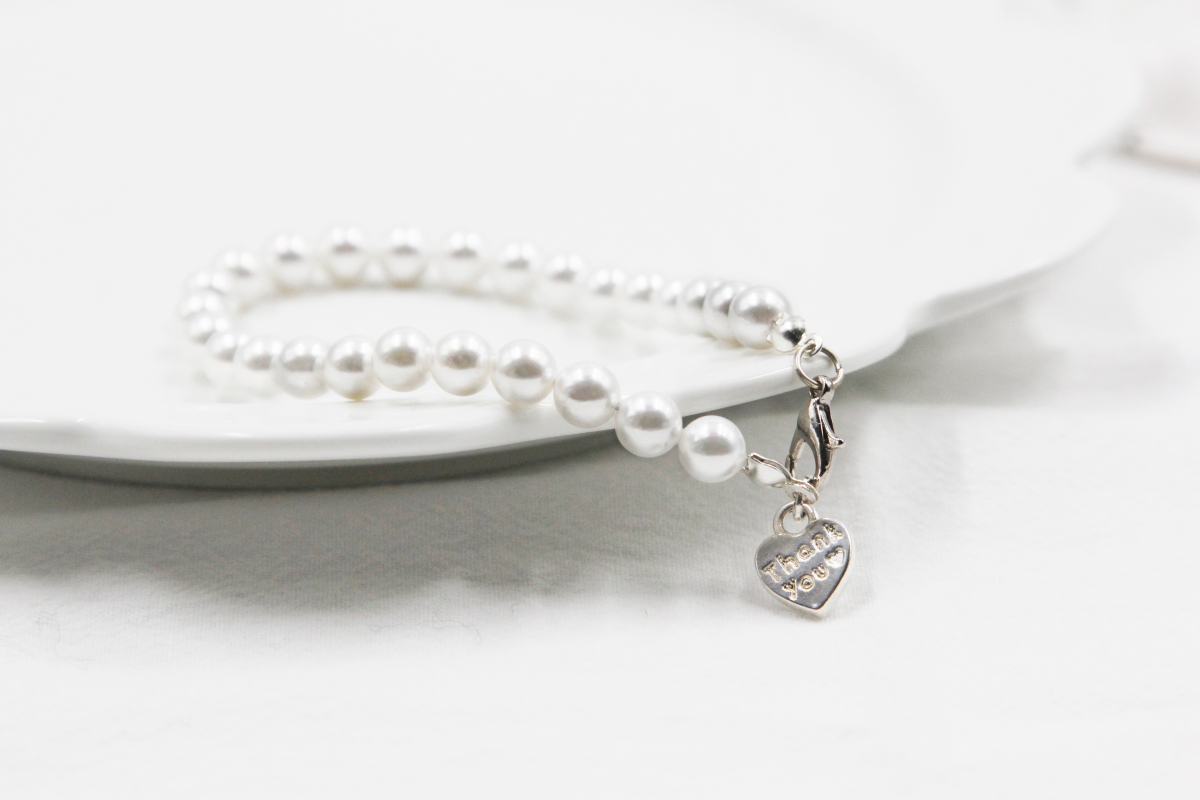 How to Make a Classic Pearl Bracelet